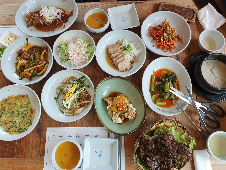 Eat like a Local: Baudeogi, A Korean-Style Hanok Dining Experience